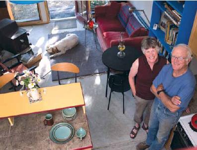 """Diane """"Di"""" Howland McIntyre '65 and husband Steve"""
