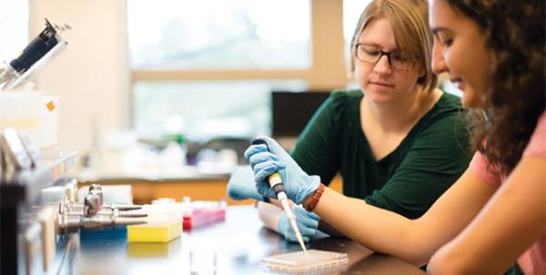 Lab partners Emilie Heidel '10 and Arda Kotikian '15 work together in a lab for Chem 212.