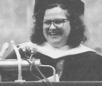 Wendy Wasserstein '71 delivering the 1990 Commencement address
